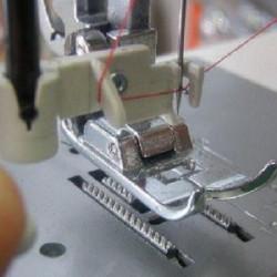 Jak funguje navlékač šicího stroje